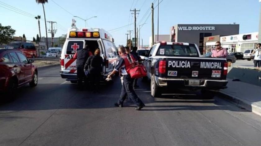 Trasladan de urgencia a hombre con impacto de bala en el pecho en Tijuana
