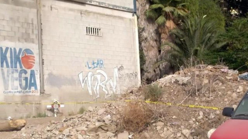 Hallan cadáver en lote baldío de la colonia Campos en Tijuana