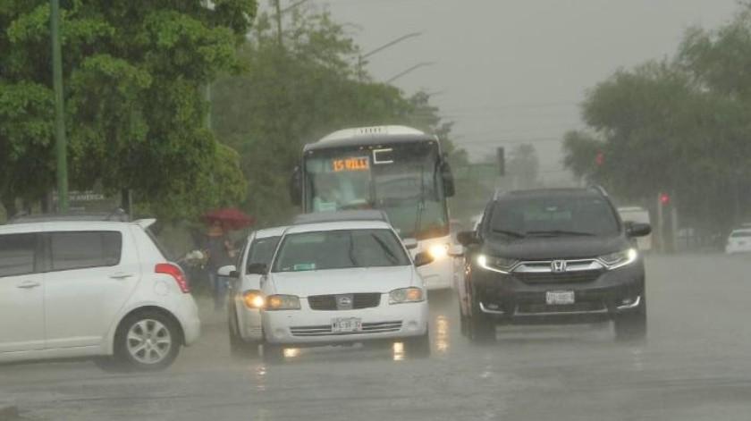 """Se suspende servicio de camiones temporalmente por """"Sergio""""; piden tomar precauciones por calles inundadas"""