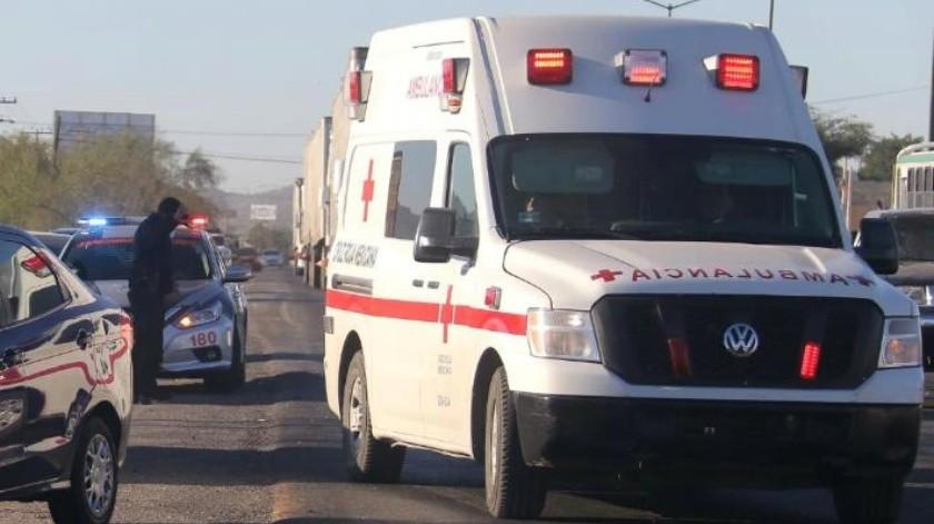 Resultan dos mujeres lesionadas en choque