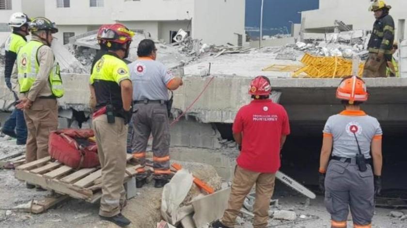 Rescatan el cuerpo de la octava víctima de plaza comercial en Monterrey