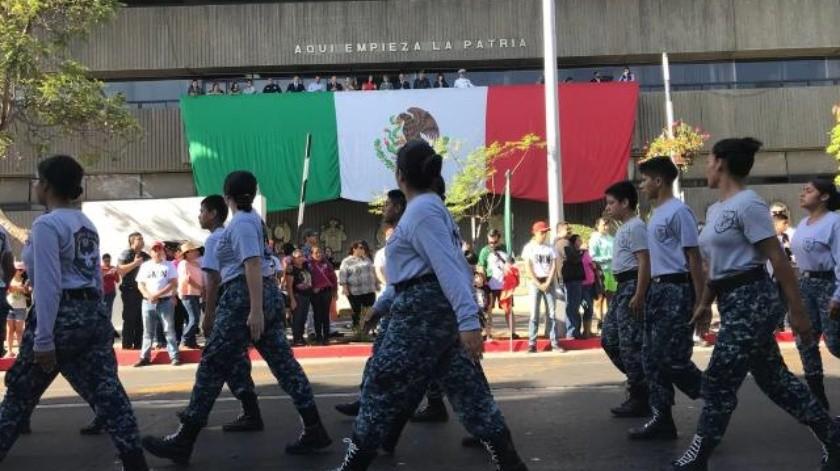 Participan más de 2 mil personas en el desfile del 16 de septiembre