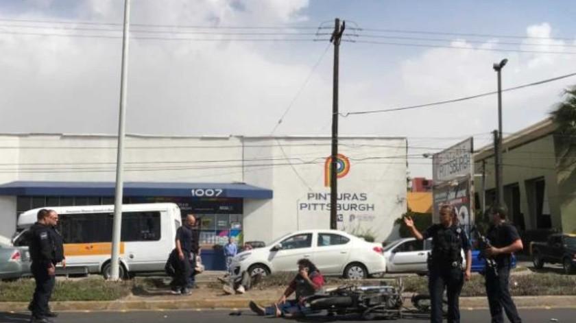 Choque de patrulla contra motocicleta deja dos lesionados en Ensenada