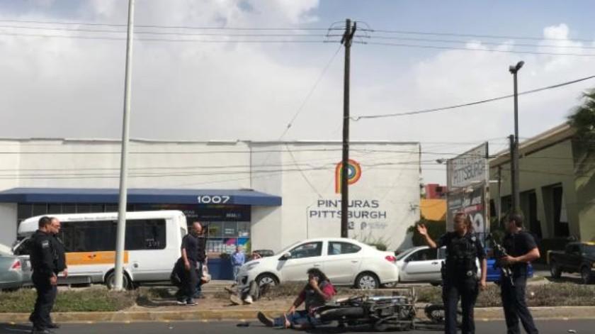 Deja 2 heridos choque de moto y patrulla