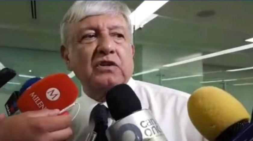 """AMLO critica a Carlos Loret de Mola y dice: """"¿Le creen ustedes a Loret?"""""""