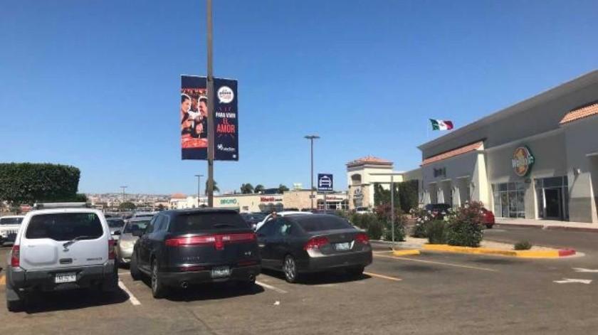 Pretenden privatizar estacionamiento de conocida plaza en Rosarito