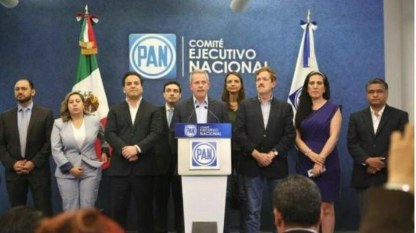''Es un riesgo y una payasada'': PAN sobre consulta de AMLO por NAIM