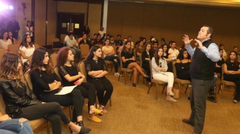 Llaman a jóvenes a ser influencias positivas en redes sociales
