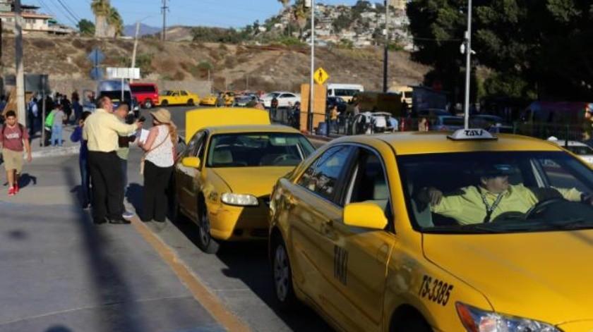 Vuelven taxis amarillos a operar en sitios de Garita de San Ysidro
