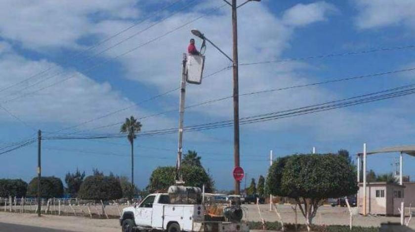 Continúa reparación de alumbrado y semáforos en Ensenada
