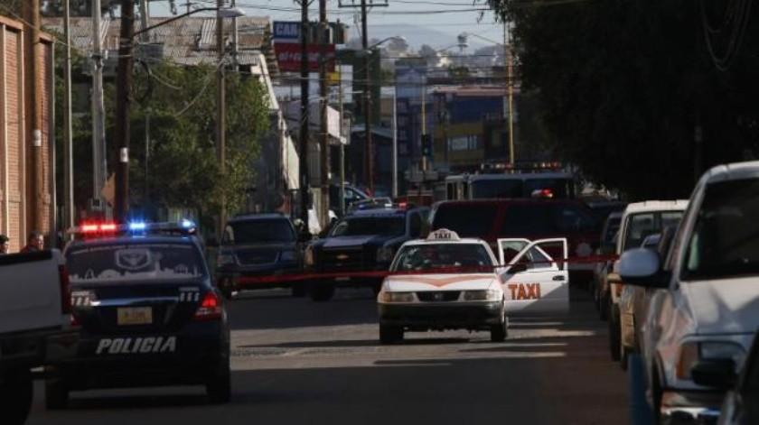 Matan a mujer en el interior de su vehículo