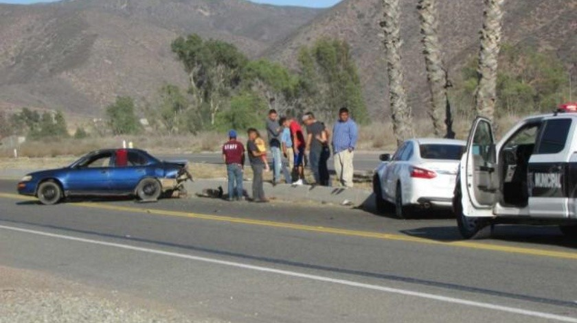 Deja aparatoso choque en Ensenada dos personas lesionadas