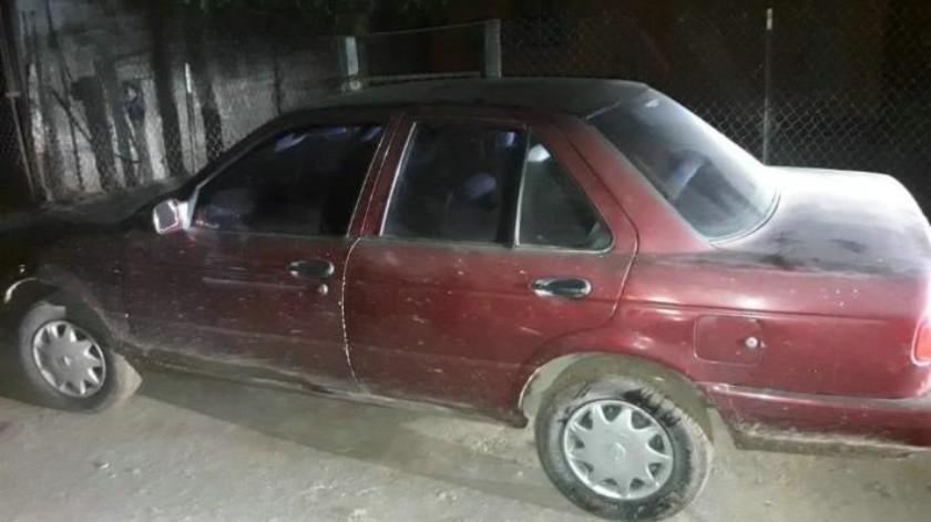 Detienen a hombre en auto robado