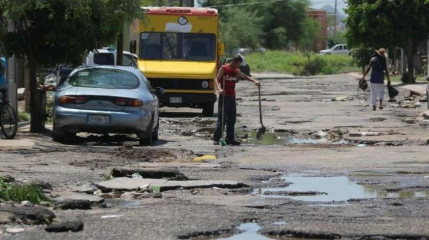 Vecinos claman porque reparen calles en sus colonias