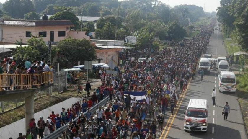 Reanuda su viaje caravana migrante hacia EU; México no logró frenar su paso