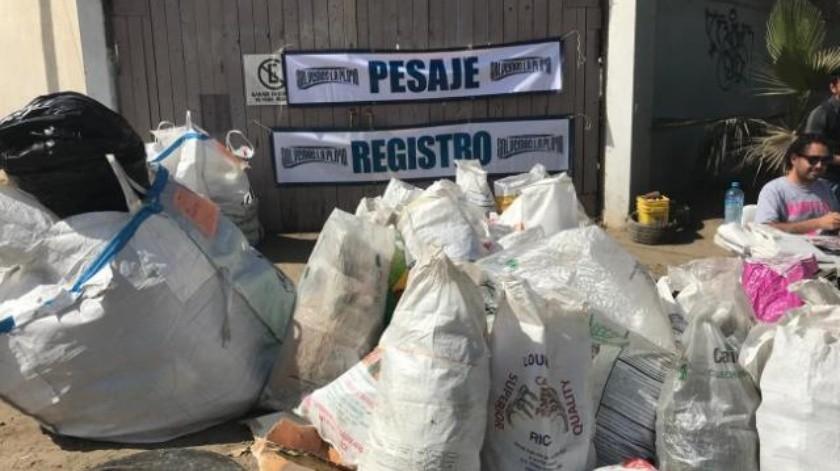 Levantan kilos de basura en 'Salvemos la playa' en Tijuana