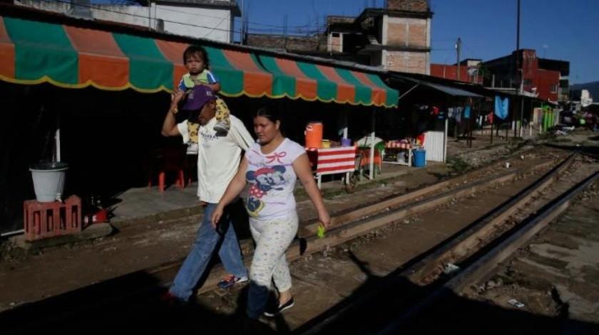 Mike Pence dice que Honduras le dijo que caravana de migrantes está financiada por Venezuela