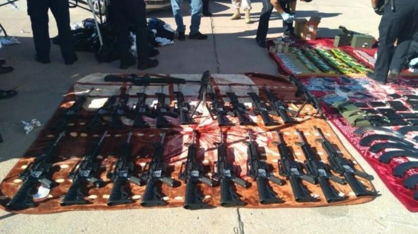 Frenan armamento en garita de Nogales