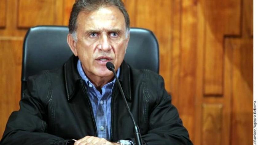 Mientras en Veracruz hallan fosas con decenas de cuerpos, señalan que Yunes hizo operativo para buscar mascota de funcionario