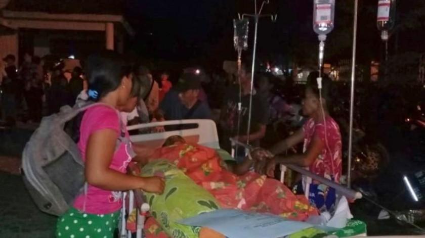 VIDEO: Al menos 5 desaparecidos por tsunami provocado por fuertes temblores en Indonesia