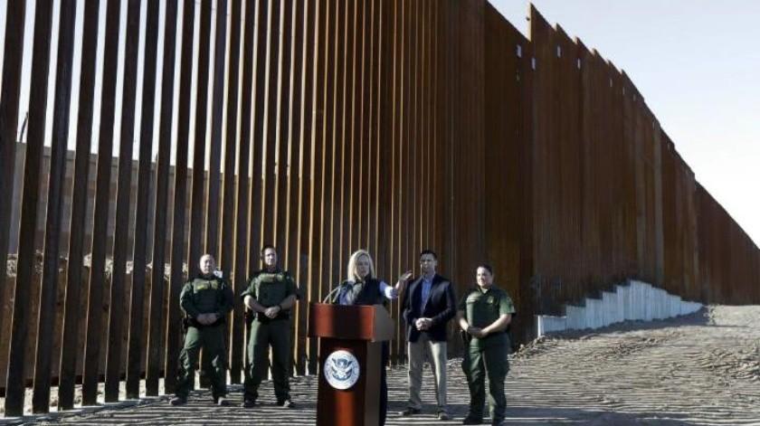 Para desanimar a caravana migrante, EU inaugura 9 metros de altura en muro fronterizo