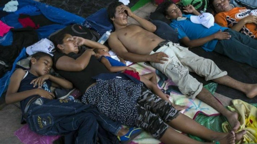 """No, nos vamos para arriba"": Migrantes rechazan apoyo ofrecido por Enrique Peña Nieto"