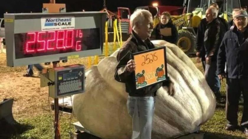Con mil 147 kilos, calabaza de Nueva Hampshire es la más pesada