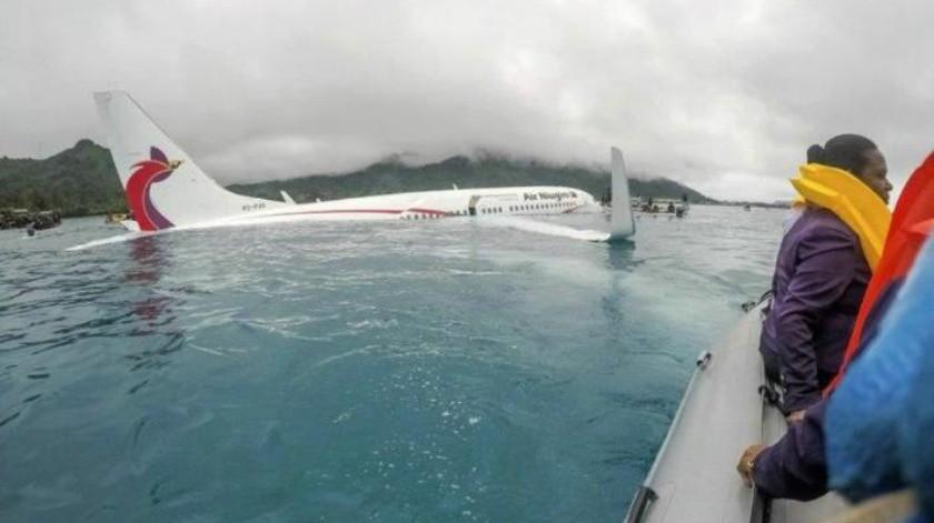 FOTO: Un avión realiza aterrizaje de emergencia ¡en una laguna en Micronesia!