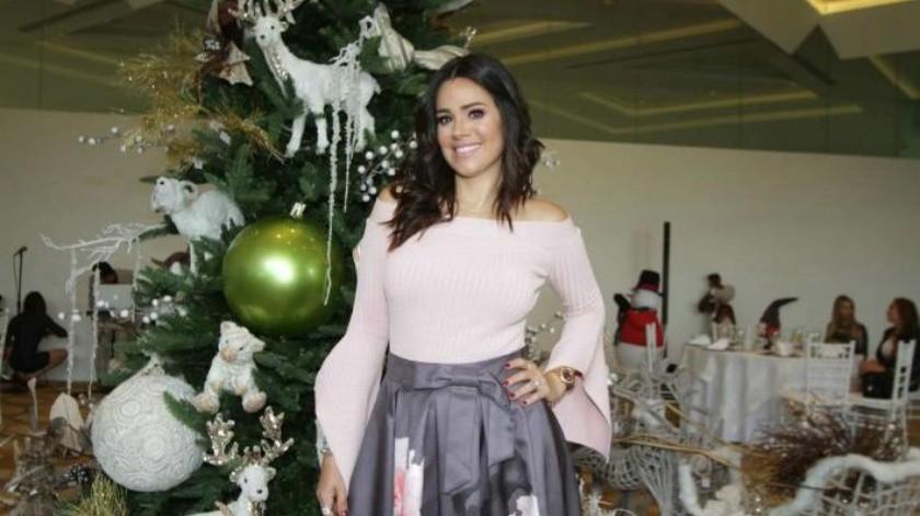 Con Navidad adelantada festejan cumpleaños a Luz Elena González