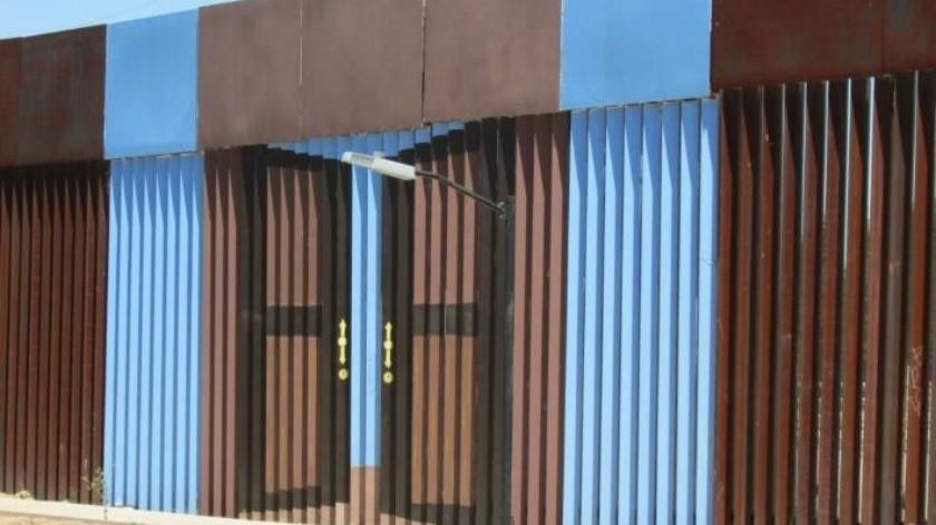 Agentes estadounidenses armados cierran paso internacional en Chihuahua