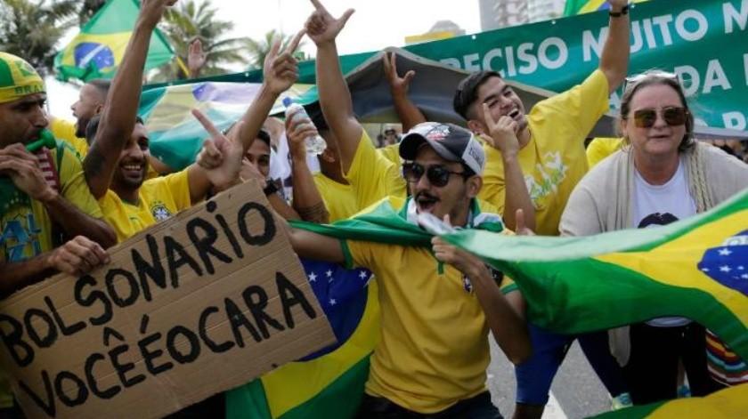 Jair Bolsonaro lidera la carrera presidencial de Brasil con el 56 por ciento de los votos