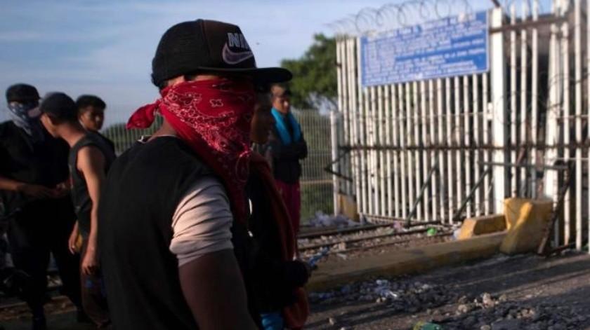 Denuncian que migrantes se preparan para enfrentamientos en la frontera México-Guatemala
