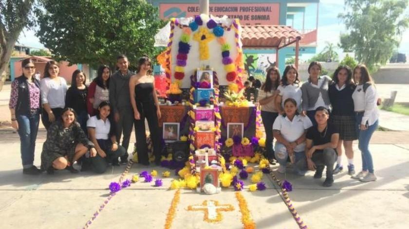 Hacen altar a Selena Quintanilla en el Conalep Hermosillo