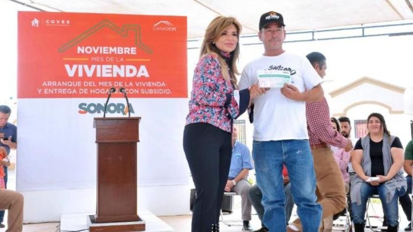 Apoya la Gobernadora a mil familias a adquirir su primer a casa