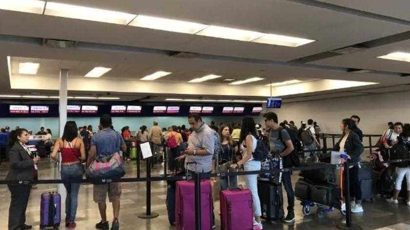 Falla eléctrica retrasa vuelos
