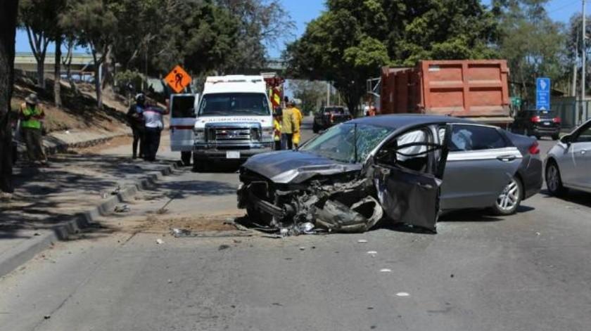 Vehículo se impacta contra árbol en Vía Rápida; conductor resulta lesionado
