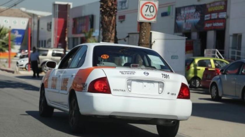 Siguen operando los taxis 'piratas' tras pagar multa