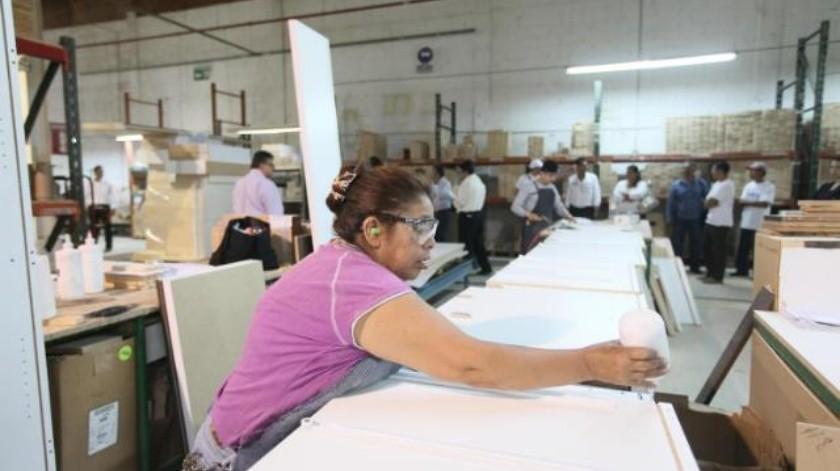 Muestran las mujeres más responsabilidad en asistencia a laborar