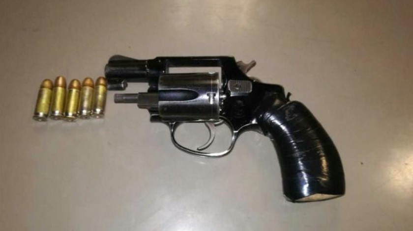 Decomisan revólver en la 3 de octubre