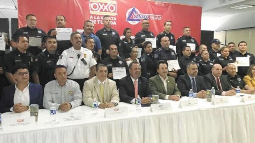 Reconocen a policías  por su trabajo en la detención de criminales