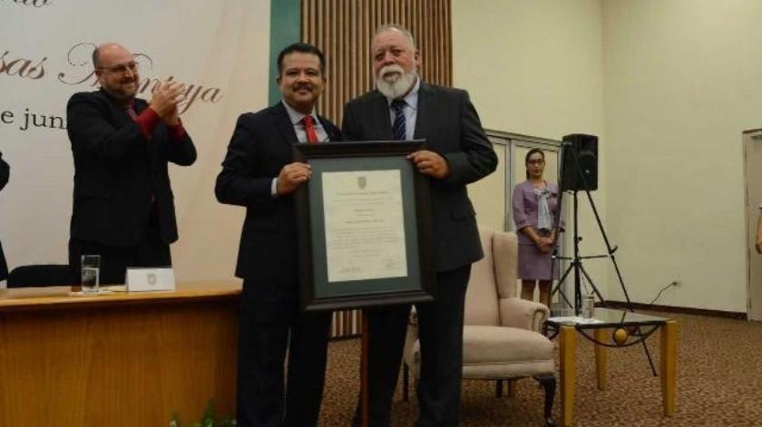 Otorga UABC 'Profesor Emérito' a Ernesto Rosas
