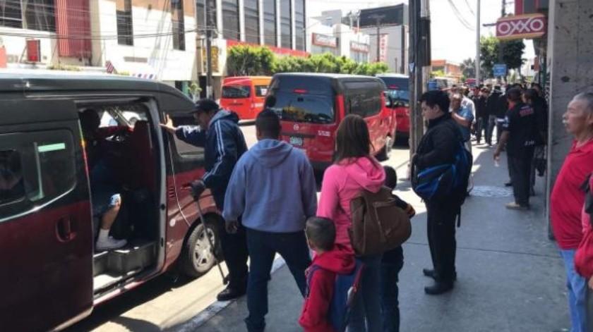 Piden taxistas rojo y negro destitución de líder