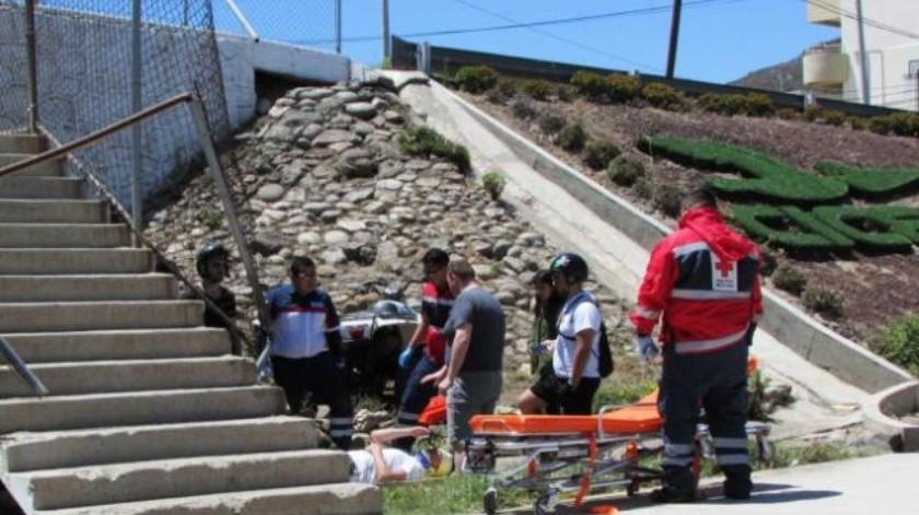 Sufre portugués trauma en la cabeza al estrellar su moto en puente UABC