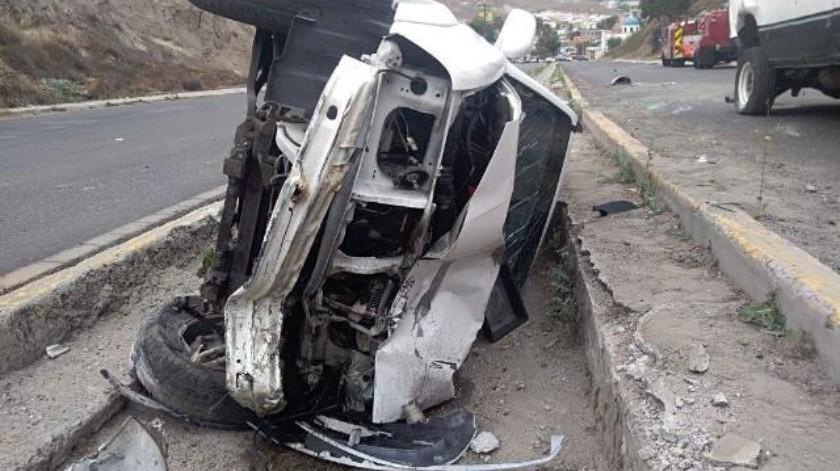 Deja dos personas lesionadas choque con volcadura en la Sánchez Taboada