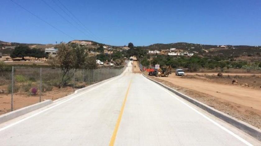 Pavimentan calle en el Valle de Guadalupe