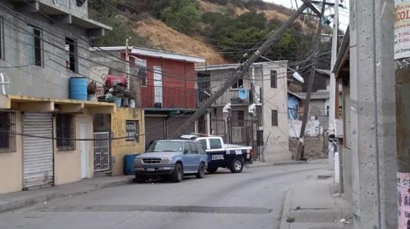 Patrulla de la PEP se impacta contra poste y deja sin luz colonia El Triunfo