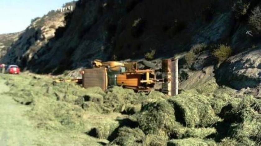 Choque entre patrulla y camión deja muerto y un lesionado en carretera Tecate-El Hongo