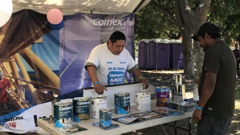 Celebra Comex en su 'Día' a cientos de pintores