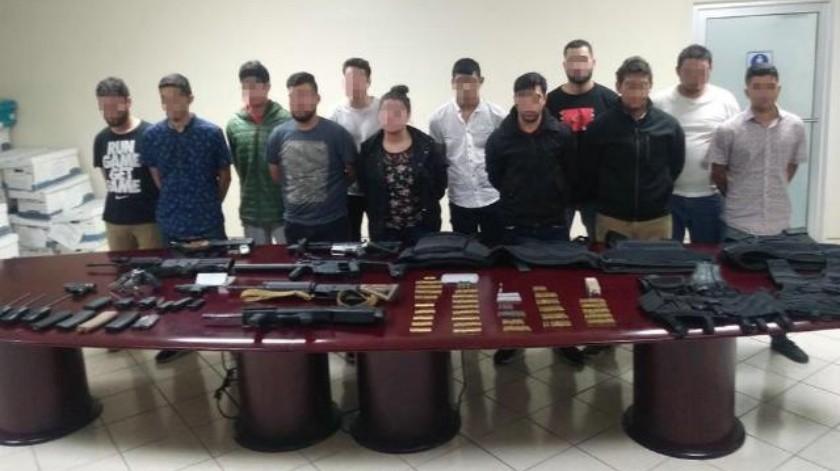 Detienen a 11 en Tijuana con arsenal