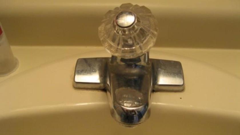 Sin servicio de agua 10 colonias debido a fuga